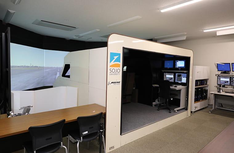 崇城大学が所有する飛行訓練装置